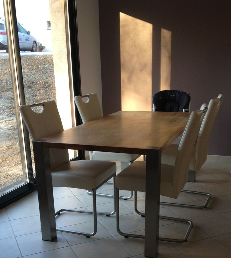 Un bel ensemble de chaises Cabaret, c'est ce qu'a choisi Julie pour sa salle à manger.  Comme une envie d'un bon repas entre amis non ? A retrouver sur http://www.zago-store.com/collections/cabaret.html #Deco #Home #Chaise #Design #Cabaret