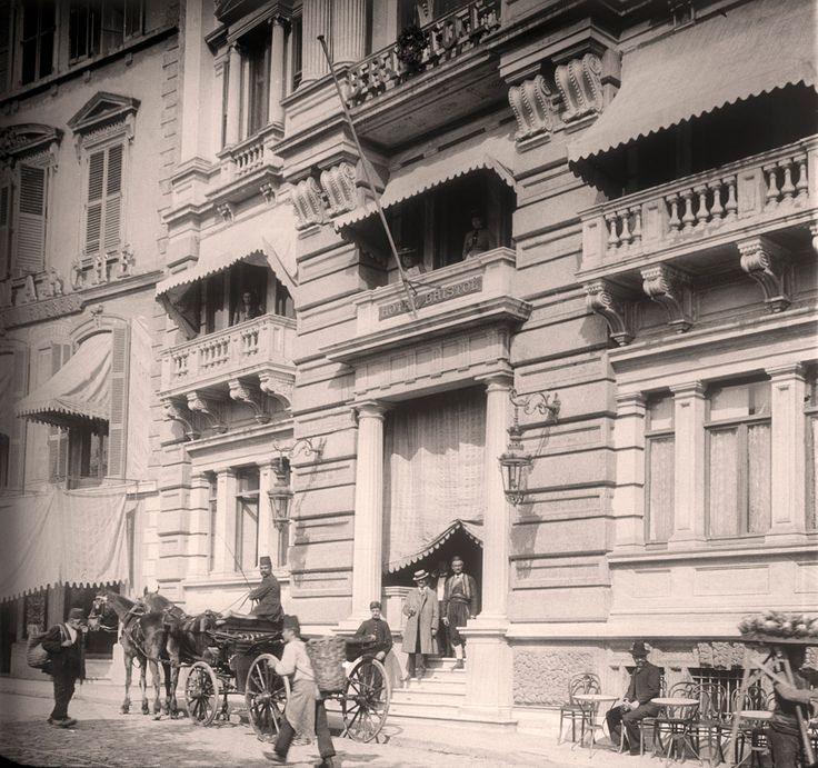 Once upon a time the Pera Museum building was Hotel Bristol.