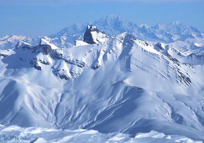 Cette station sportive et dynamique bénéficie de la qualité d'enneigement des Alpes du Nord et d'un climat privilégié qui annonce les Alpes du Sud.