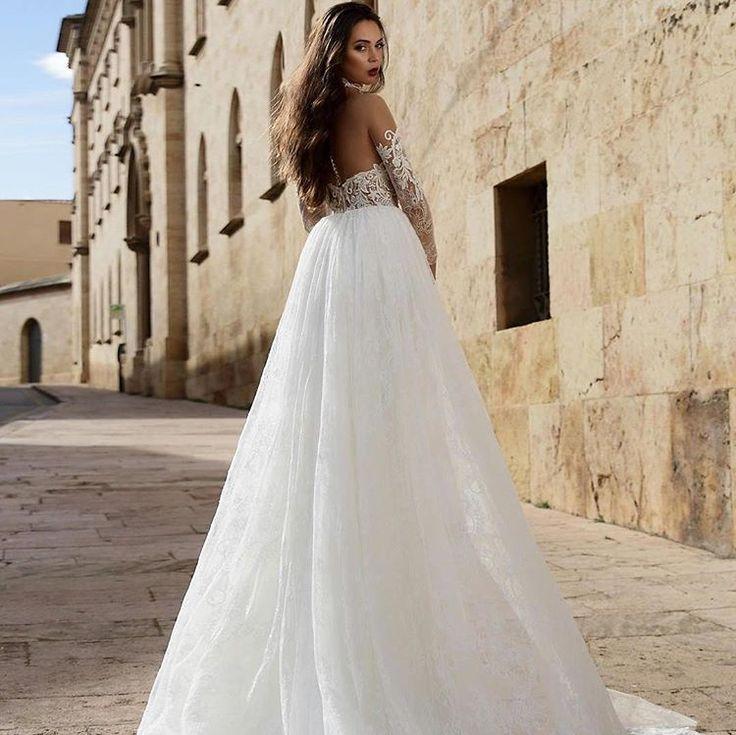 Such gorgeous an air wedding dress 🕊
