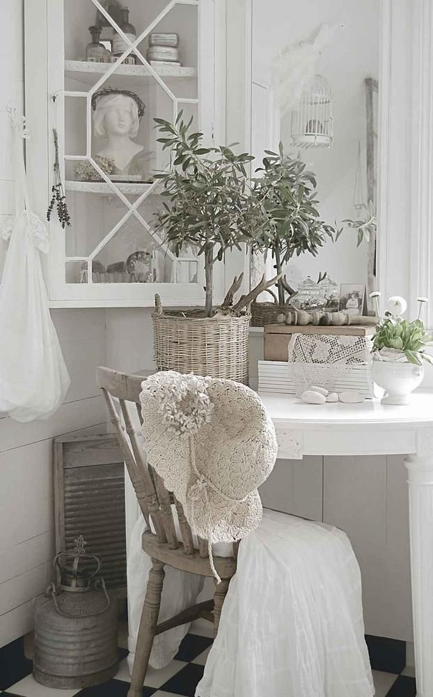 Shabby Chic cubby for some quiet solitude.