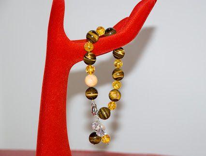 Bracciale BijouxAlba con perle occhio di tigre, ambra e corallo bianco. Prezzo: 30.00 Euro Acquista o visualizza su: http://www.bijouxalba.it/alba/acquista.php?id_prodotto=126
