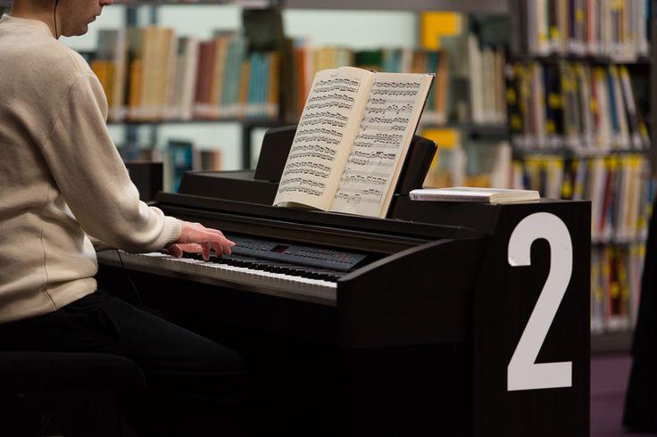 Giacinta DiRienzo - Pianos numériques mis à la disposition des usager pour la création musicale. Bibliothèque publique d'information du Centre Pompidou.