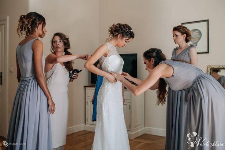 Fotograf na wesele  fotografia ślubna   panna młoda   druhny suknie dla druhen  przygotowania ślubne przygotowania panny młodej  inspiracje ślubne #weselezklasa #FotografiaŚlubna #FotografNaWesele 