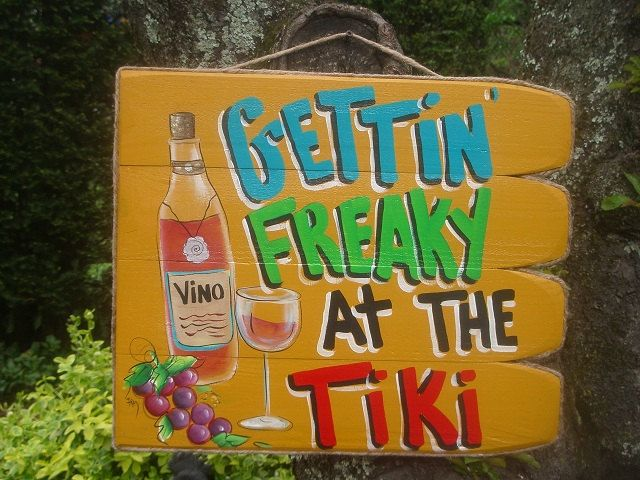 Gettin' Freaky at the tiki Tropical Beach Pool door FRANSCOUNTRYNY