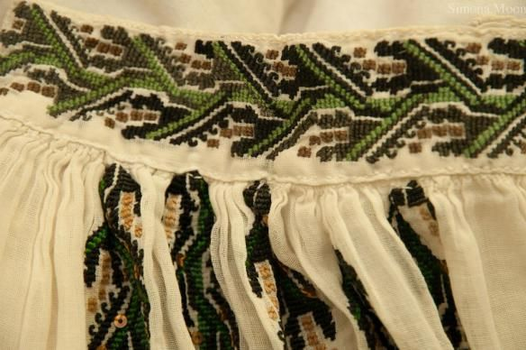 Vintage Romanian blouse from Oltenia region. The blouse belongs to Simona Moon.