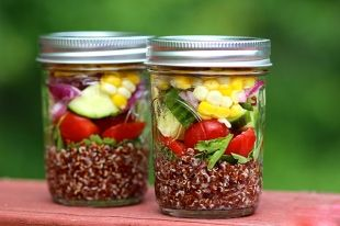 Mediterranean Quinoa Salad with Summer Vegetables --- skinnyms.com --- nix the corn for easier digestion