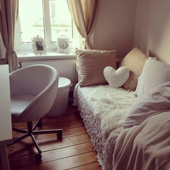 tru cai ghe thi thich tat ca :-) 25 of the Most Well-Designed Dorm Rooms Perfect for Decor Inspiration | StyleCaster