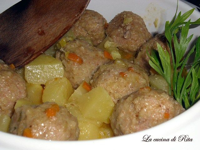 Polpette in umido con patate / meat patties with potatoes