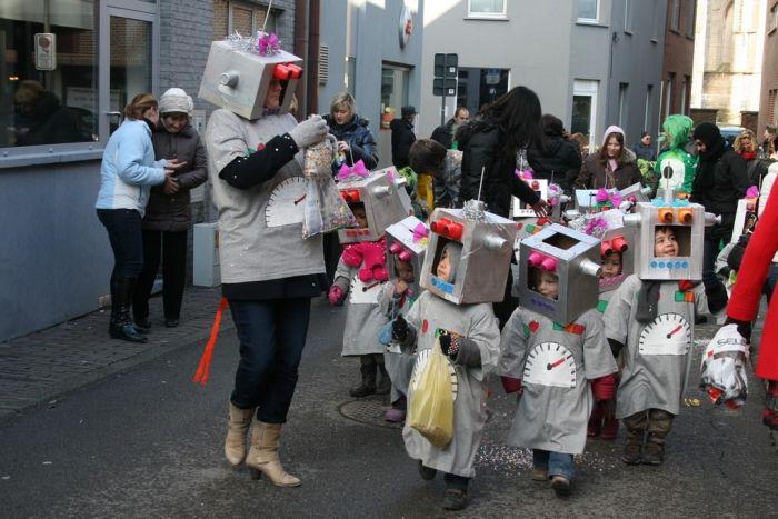 Carnavalsstoet 'De Key' Lennik in de ruimte | Persinfo