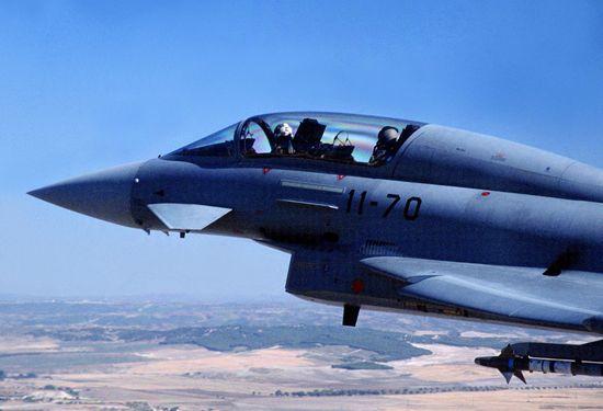 Primer plano de la Cabina del C-16 Typhoon en vuelo