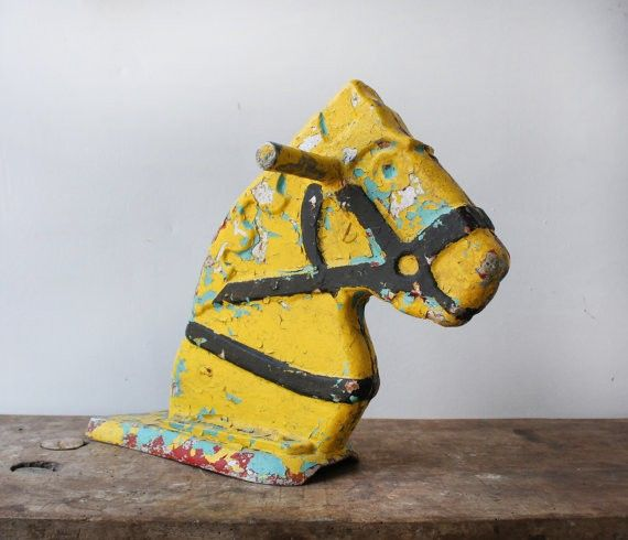 Vintage toy horse head on framestr.com