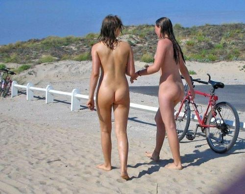 Beach babes bargain with the tow truck driver and get fucked 2