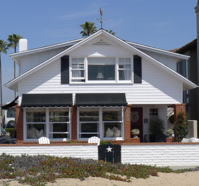 Vintage Beach House Part - 16: This Little Vintage Beach House Was Built In 1912 From A Set Of Blueprints  Bought From Sears U0026 Roebuck. The Homeowners Restored Many Aspec.
