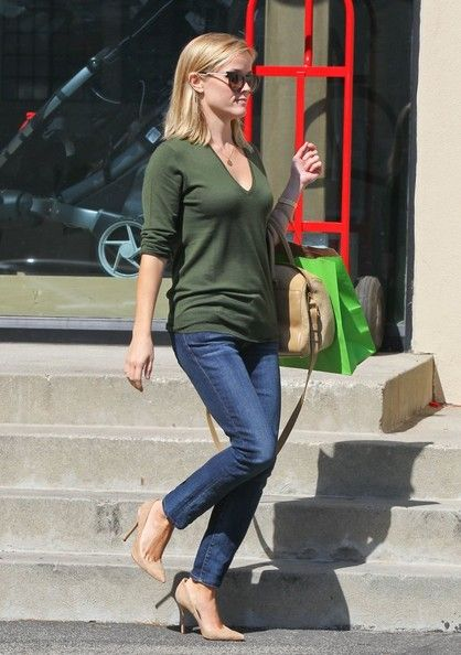 Reese Witherspoon - Reese Witherspoon Shops At Right Start