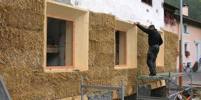 La tecnica costruttiva delle case di paglia, le caratteristiche delle abitazioni in balle di paglia ed i tempi e costi di realizzazione.