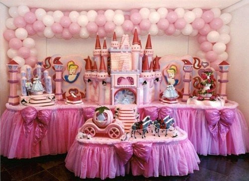 Now that's a princess party table display!