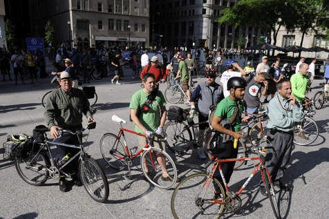 South Side Ald. Pat Dowell (3rd) proposed Wednesday that Chicago bike riders be required to purchase $25-a-year licenses and required to take a one-hour safety course.