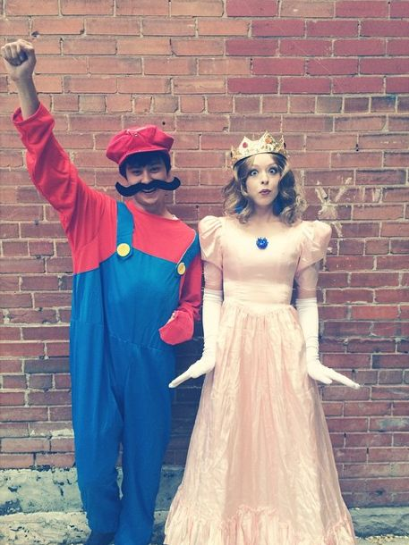 Want a cheap and original Halloween costume that no other couple at the party will be wearing? Here's a cute option!