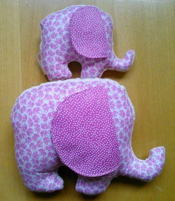 Cojín/peluche elefante rosa, con suave tela minky en la parte de atrás http://funkypatch.blogspot.com.es/