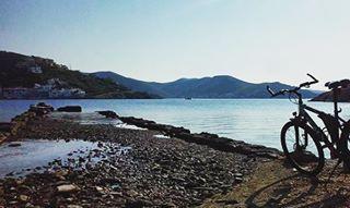 Ideal days for a bike ride in Vourkari, Kea!  #visitkea #explore #discover #kea #island #bike #bikers #bikelovers #bikeride #excursion #islandlife #vourkari #cyclades_islands #travel_greece #enjoylife #sunnyday #perfectmood : @gledis_giosi