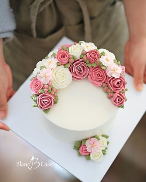 Cake Decorating With Buttercream Flowers : 17 Best ideas about Buttercream Flower Cake on Pinterest ...