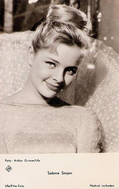 Sabine Sinjen (* 18. August 1942 in Itzehoe; † 18. Mai 1995 in Berlin) war eine deutsche Bühnen- und Filmschauspielerin.