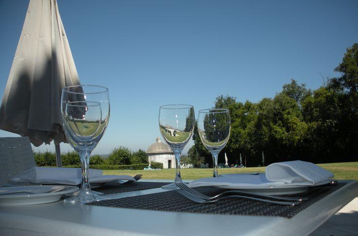 Venha desfrutar do bom tempo na Pousada de Condeixa Coimbra e delicie-se de uma refeição na nossa esplanada!  Bom fim de semana