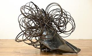 ARTE EN COLOMBIA: FELIZA BURSZTYN. La obra de Feliza Bursztyn, escultora colombiana, se presentó en la Fundación Alzate Avendaño. En la imagen 'Sin título', chatarra, 1974.