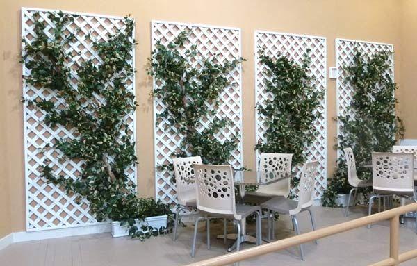 Painéis de treliça decorando uma parede