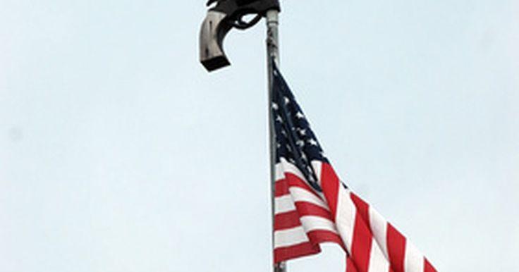 Cómo construir tu propia asta de bandera con tubo galvanizado. Las astas de bandera son tubos de metal con paredes muy gruesas (por lo general 1/4 de pulgada (0,63 cm) de grosor o más) diseñadas para soportar la fuerza del viento que una bandera ejerce sobre el asta durante las condiciones climáticas extremas. El tubo galvanizado es muy apropiado para esta aplicación debido a su resistencia al óxido, que ...