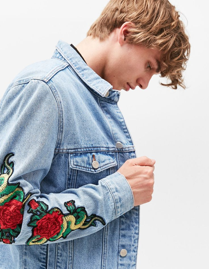Denim jacket with rose patches. Discover this and many more items in Bershka with new products every week Diy Fashion, Mens Fashion, Fashion Design, Gucci Denim, African Women, Diy Clothes, Rose Patches, Jacket Patches, Jackets