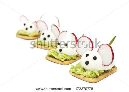 Mice made ??with eggs, pepper, radish and avocado paste