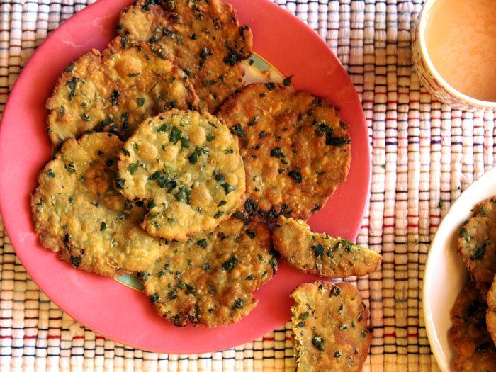 Do you have sometime before your kids get back home? Then try our Palak Puri Recipe for your evening snacks.   Recipe link ->http://ift.tt/2jkkP7s #Vegetarian #Recipes