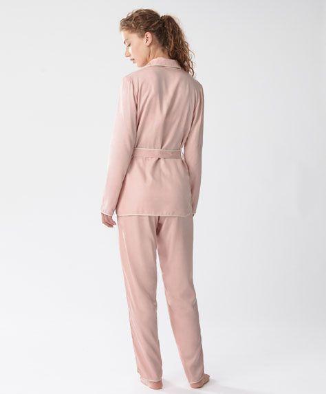 Рубашка с длинными рукавами и белой окантовкой - Посмотреть все - Тенденции женcкой моды Осень-зима 2016 на Oysho онлайн: нижнее белье, спортивная одежда, пижамы, купальники, бикини, боди, ночные рубашки, аксессуары, обувь и аксессуары. Модели для каждой женщины!