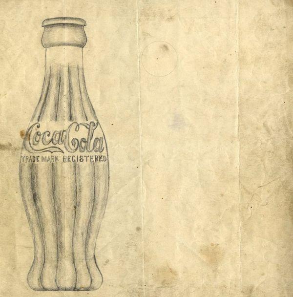 [Coke Bottle 41]코카-콜라는 모조품들로 고민하던 중 1915년 병 디자인을 공모하여 유리회사 디자이너 출신 2명에 의해 탄생했어요. 1915년 공개된 디자인 스케치! 지금 코카-콜라 병과 비슷하죠?