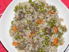 Hozzávalók 4 adagra 50 dkg csirkemáj 1 fej vöröshagyma 1 szál sárgarépa 30 dkg zöldborsó 1 bögre rizs 4 ek zsír (kacsa, liba) 1 csokor…