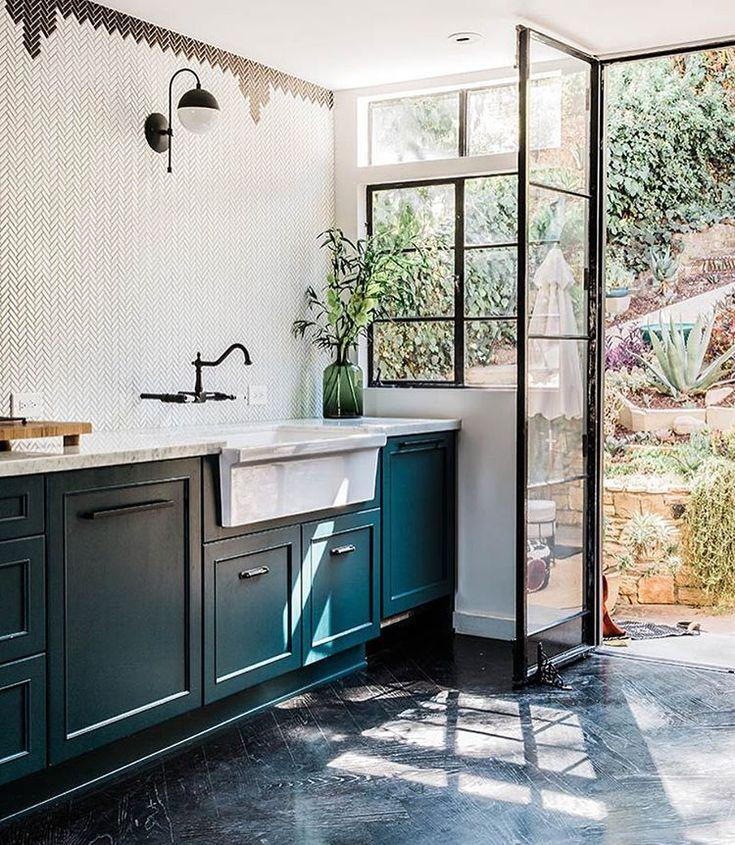 Une autre façon de créer une chambre dans un studio - PLANETE DECO - offene küche wohnzimmer abtrennen