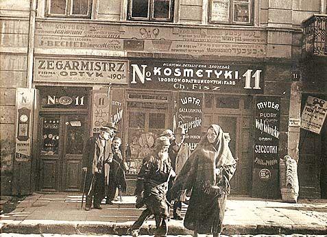 Lublin, street Lubartowska. Stefan Kiełsznia photographed.