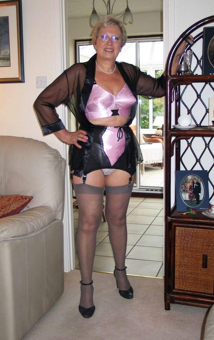 Mature Womens Arses And Fannys 92