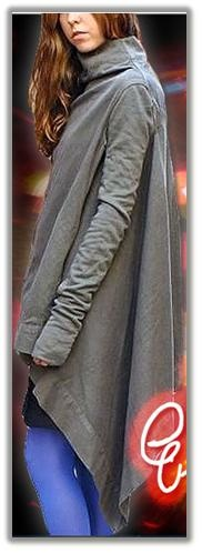 【Long Zip Drop JK】  ヴィンテージ感漂うスウェット素材。シンプルながらもカッティングが凝ったディテール。  フロントドレープがアクセント。トレンドを感じながらも末永く愛せるアイテム。  着こなしのスパイスになるJKです。