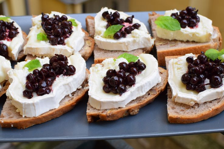 for inspiration.... a homemade bread with goat cheese, cranberries and peppermint .