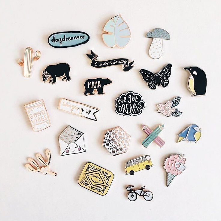 In love with @lizmosleys beaut pin collection including my rose gold floral number... all makers tagged... now let's get Friday started! Have a good one peeps!
