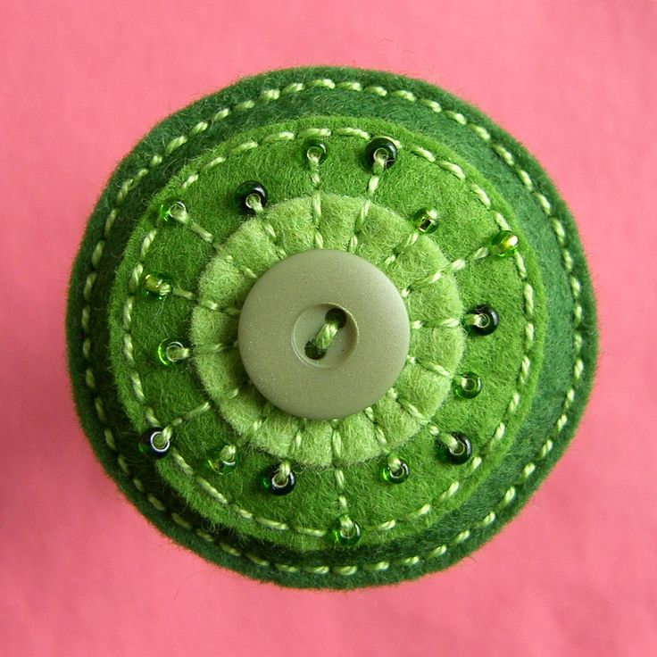 cute green Czech brooch, just makes ya smile to look at it.