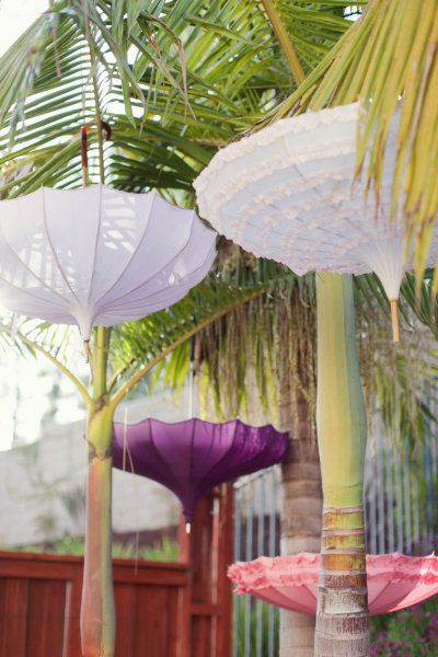 hanging parasols >> Beautiful for a girls luncheon or bridal shower!