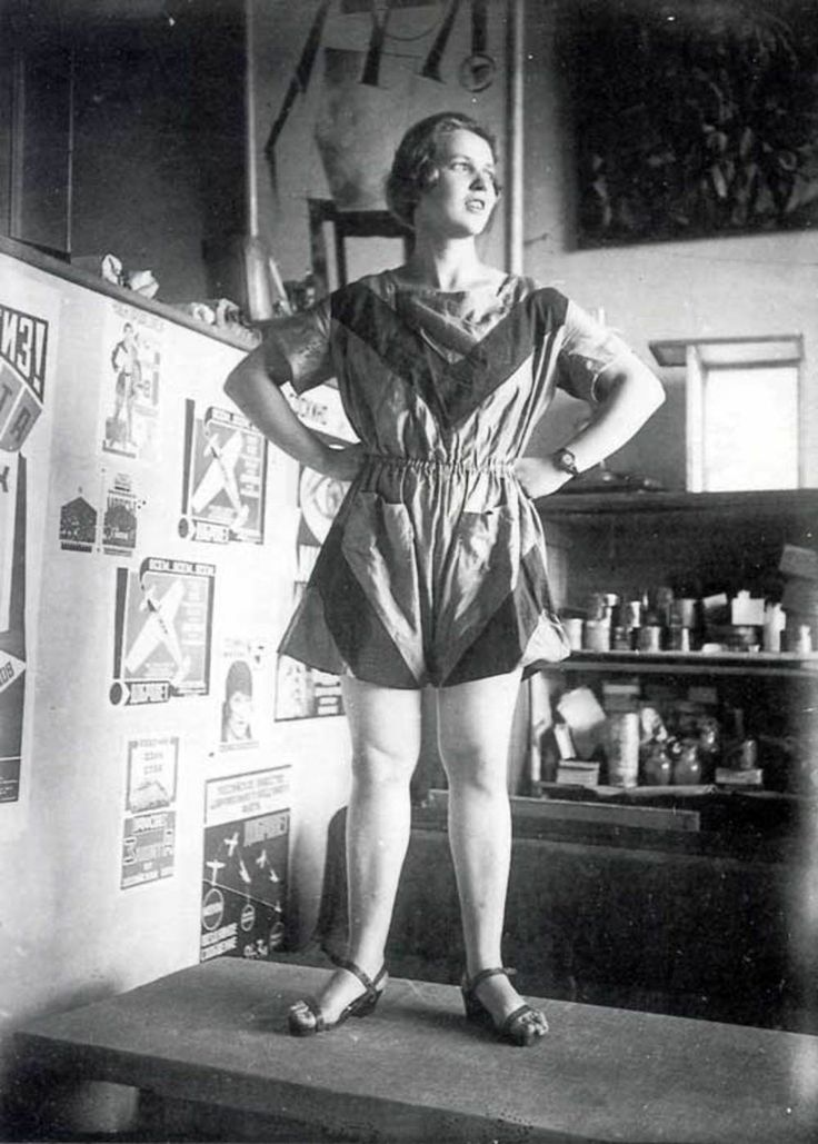 Soviet Fashion in the 1920's - 30's - Women's clothes should be to work in, and women's worth was judged not by fashion or beauty but her work.