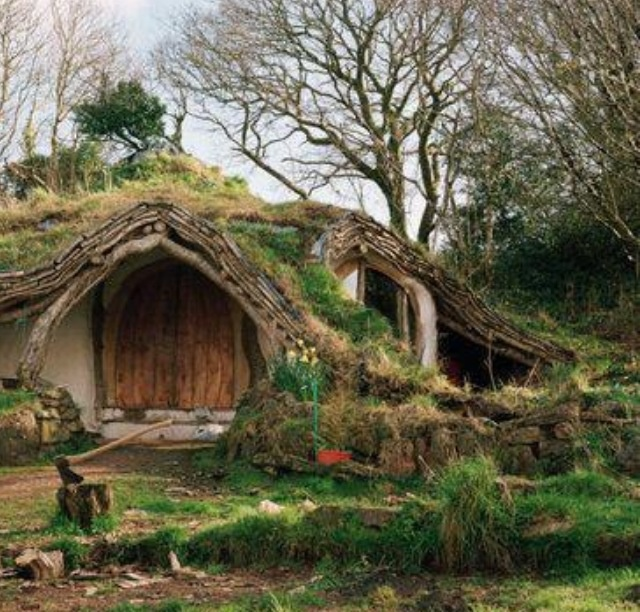 Hobbit House Shed: Fancy Farm & Potting Sheds