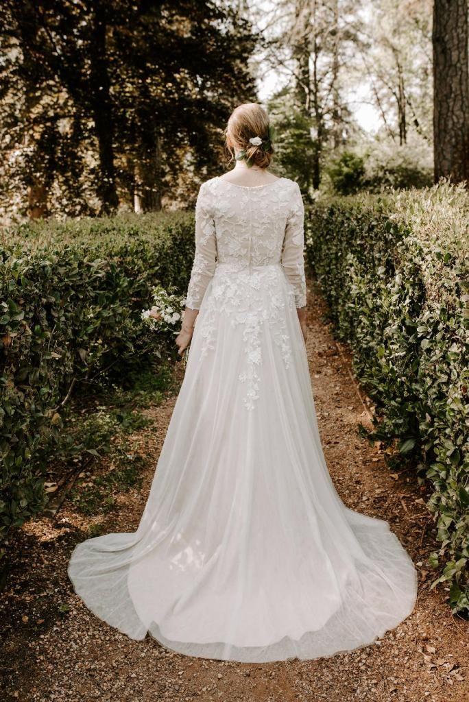 Pin By Bailee Kinchen On Dresses In 2020 Irish Wedding Dresses Wedding Dresses Wedding Dress Long Sleeve
