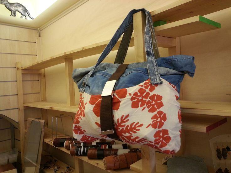 Borsa da spalla artigianale tessuti riciclati chiusura a sacchetto regolabile di robafattamman su Etsy