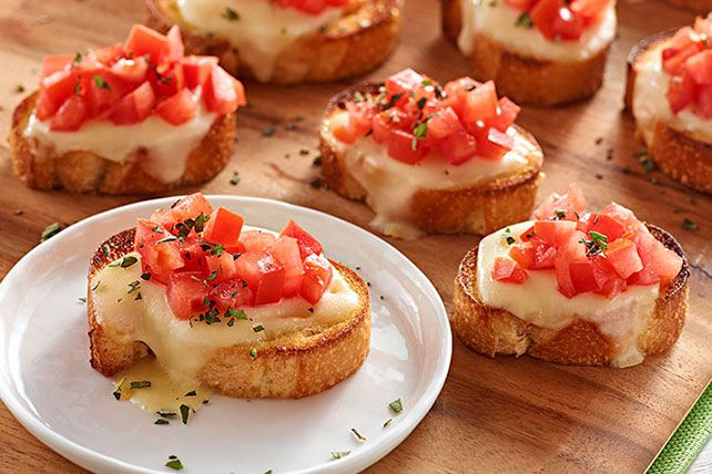 This classic bruschetta, with toasted garlic French bread slices topped with fresh mozzarella cheese, tomatoes and oregano, is ideal for summer parties.